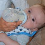 ミルク育児で赤ちゃん用の水は水道水で大丈夫?